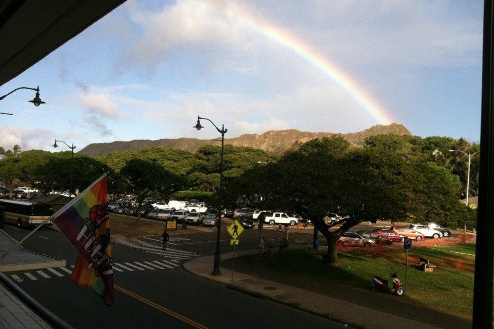 Honolulu Lei Hulas Bar Gay Stand