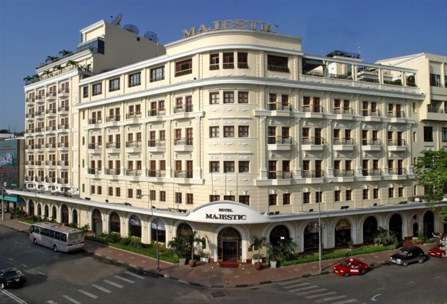 Hotels Minh Chi City Love Ho Tours