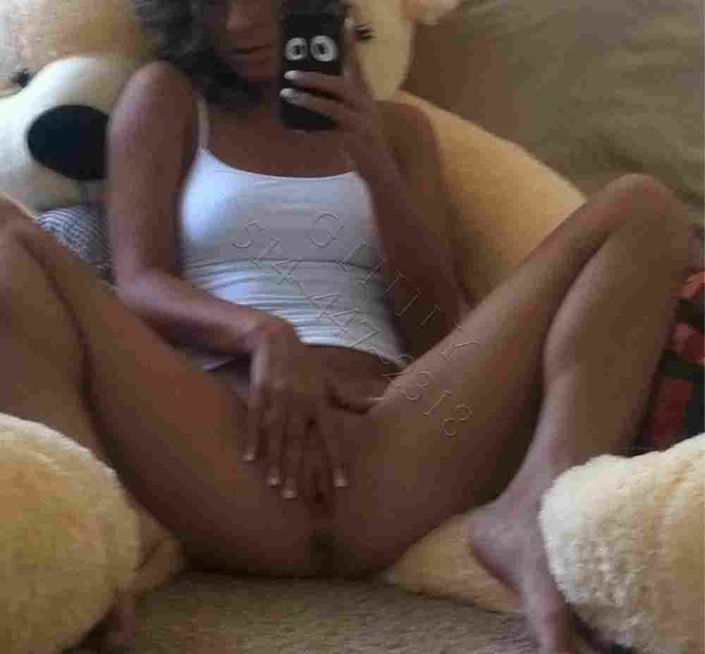 Hold Girls Escort Outcalls Montreal