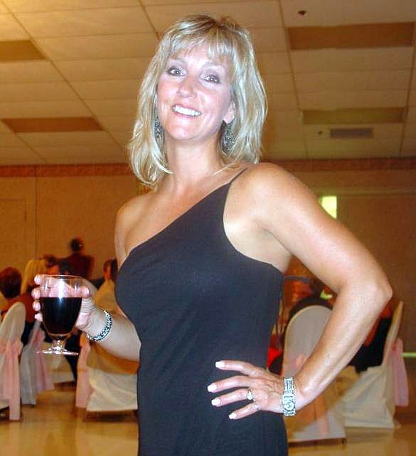 Looking Men Dating Niagara Falls Divorced In For