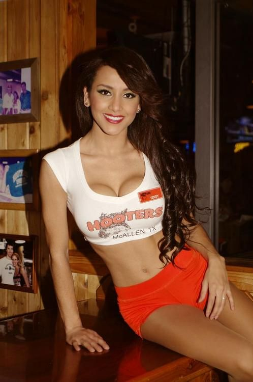 Hooters Those Lalaland Love