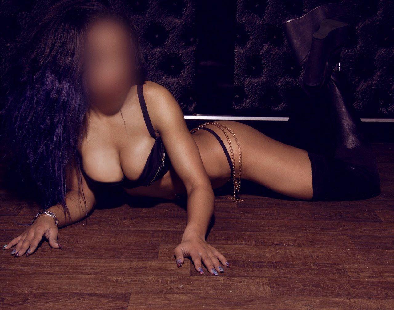 In Escort Hot Brunette Nelly Agency Marbella